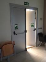 Puerta doble acústica con guillotina inferior